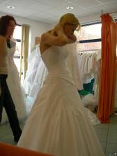 salon Orfea (šaty Gisselle) zboku