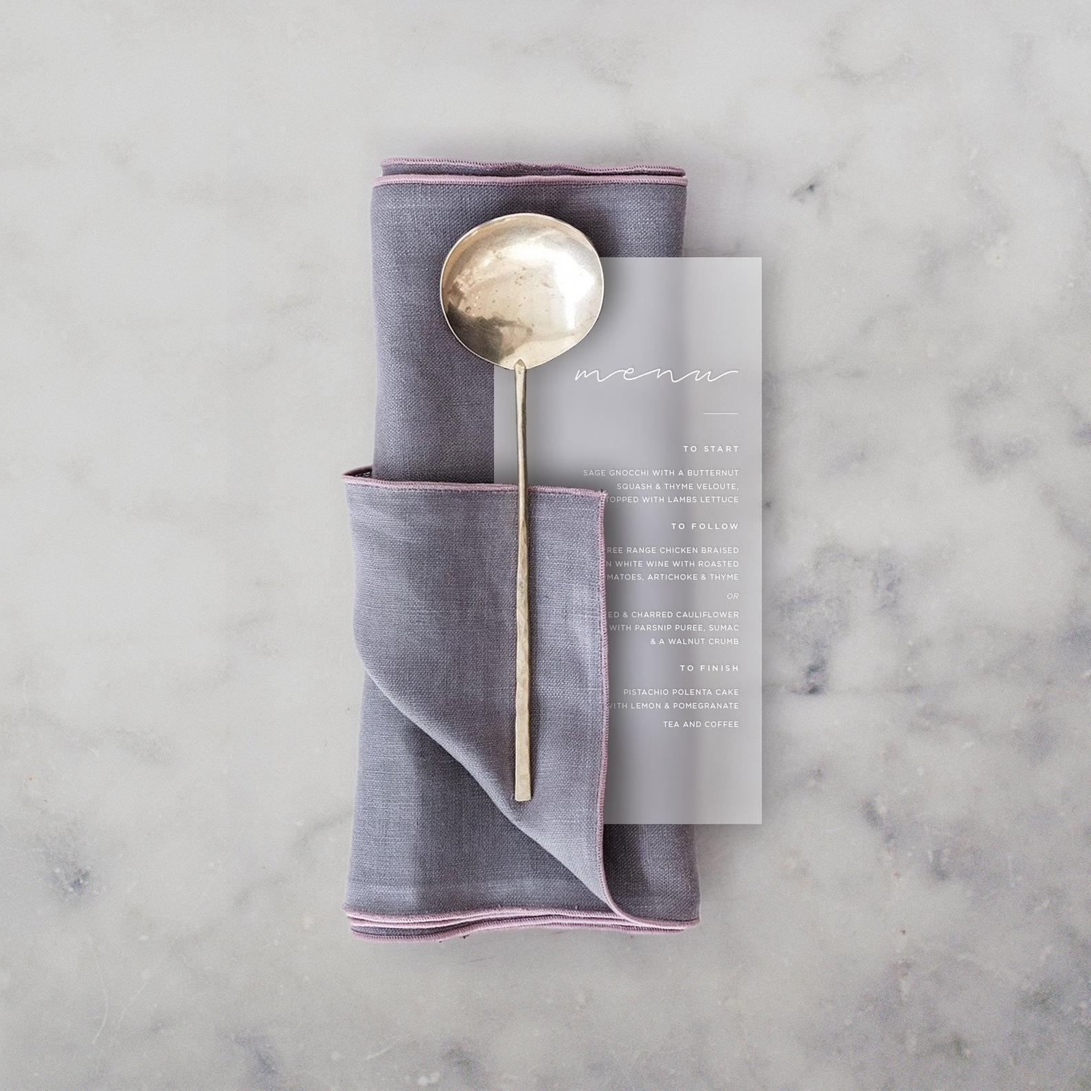 Svadobné menu - transparentný dizajn - To, že transparentné svadobné oznámenia sú absolútnym hitom tejto svadobnej sézony ste už isto postrehli😉 A ja v kaktuskovej dielničke viem, že to nemusí byť len oznamko, ale perfektne v tomto štýle vyzerajú napríklad aj menu alebo dokonca vizitky,