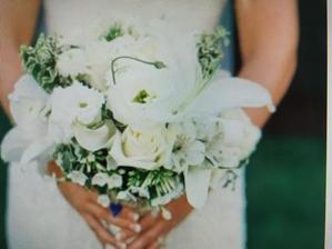 Kytice, kterou bych si přála. Jen bílé kvítky s trochou zeleného...