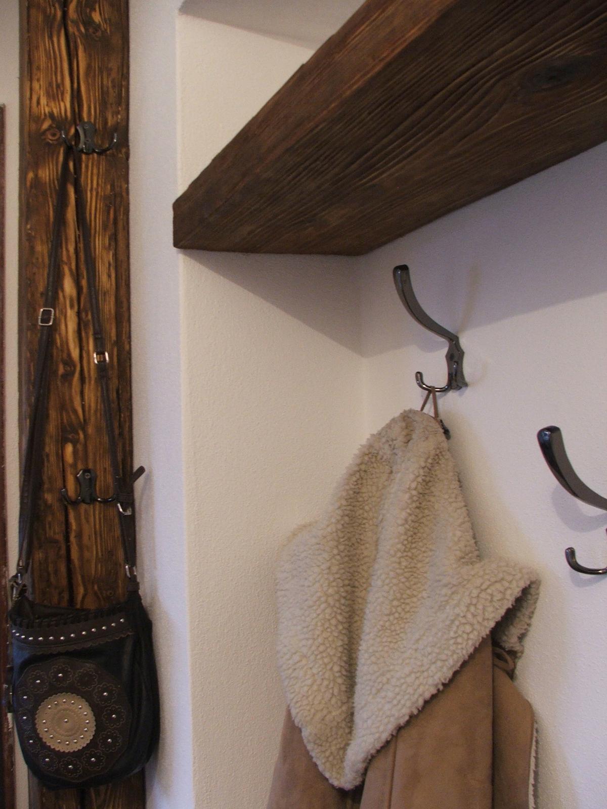 Domov - Stĺp bude len ako prídavný vešiak... keď príde návšteva a tak, aby neboli kabáty po stoličkách v dome :)
