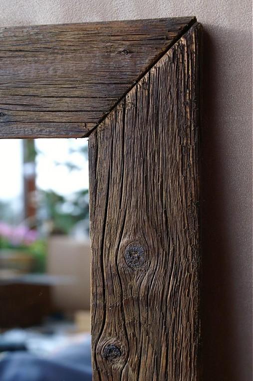 Domov - Zrkadlo na chodbu aspoň 190cm vysoké.... len tak opreť o stenu. Vždy som bola presvedčená, že až raz,,, tak toto. Ale už sa mi tam toho dreva zdá byť dosť. Asi nejaké čierne by sa viac hodilo.