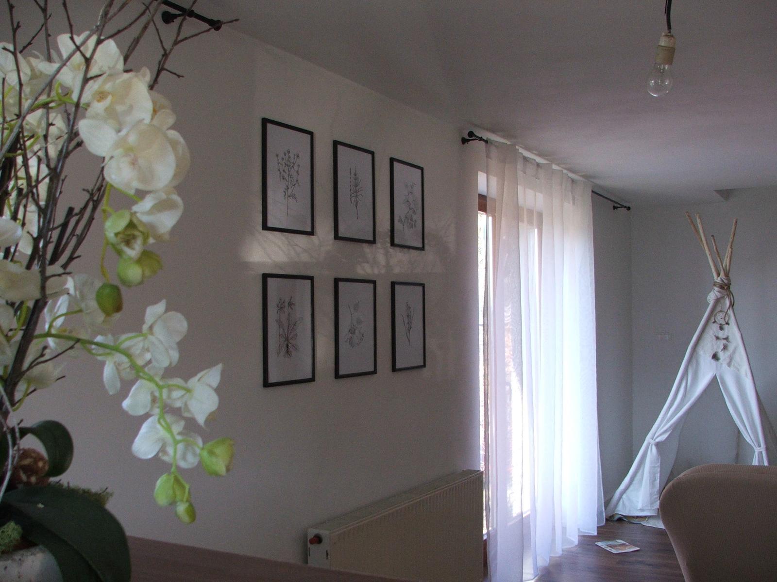 Domov - ešte chýba veľa vecí....lampy, závesy,stôl,stoličky....ale časom všetko bude :)