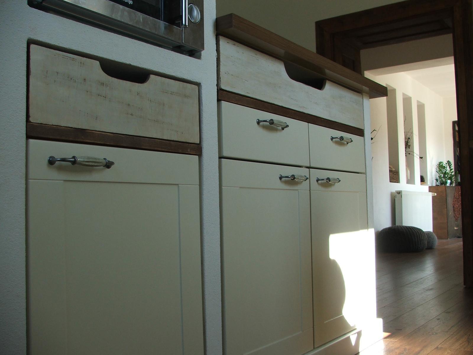Domov - šuflíčky zo starej preglejky....