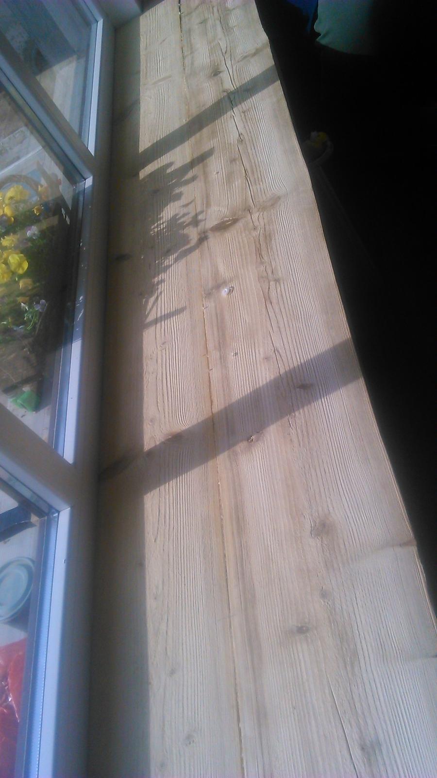 Ako sme vyrábali sedíliu po našom. Z materiálu....čo dom dal :-) - Vykartáčovaná, ešte nenatretá foršňa....čiže vrchná doska