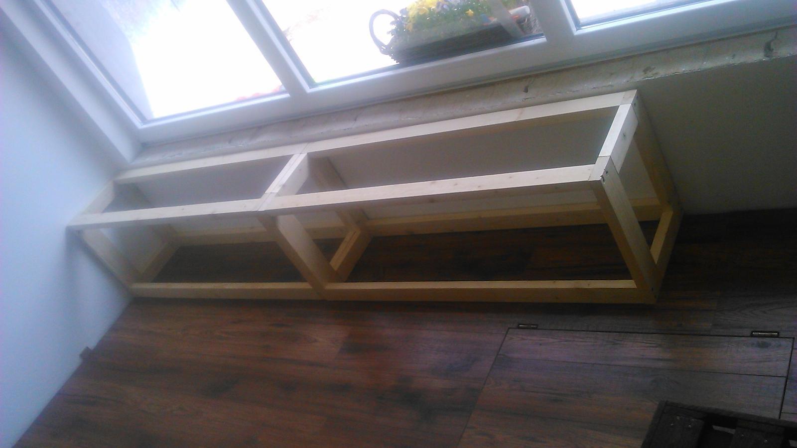 Ako sme vyrábali sedíliu po našom. Z materiálu....čo dom dal :-) - korpusy sa začínajú montovať