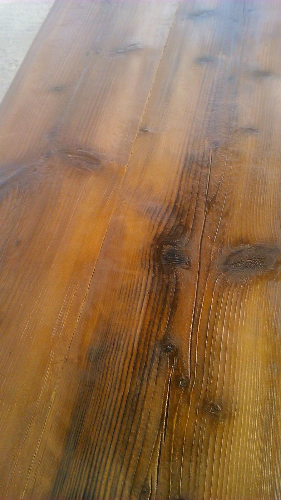 Ako sme vyrábali sedíliu po našom. Z materiálu....čo dom dal :-) - napustená doska výluhom a naolejovaná....sedieť nemôžeme...mali by sme ešte mastné zadky :)