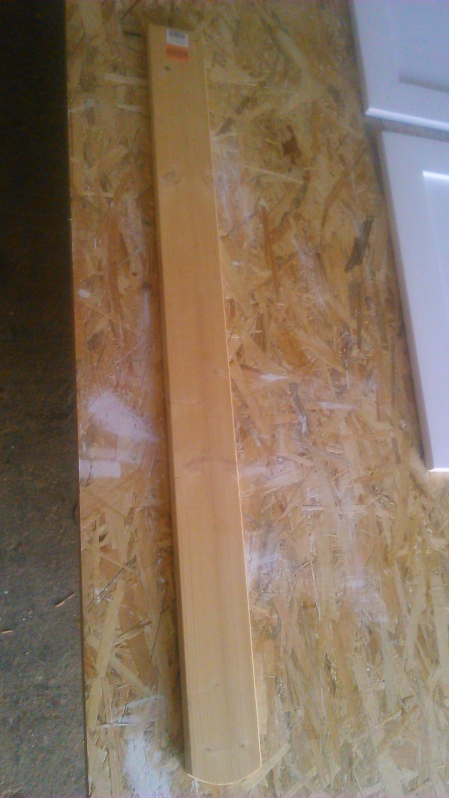 Ako sme vyrábali sedíliu po našom. Z materiálu....čo dom dal :-) - z týchto plotových latiek z obi je celý korpus aj dvierka...