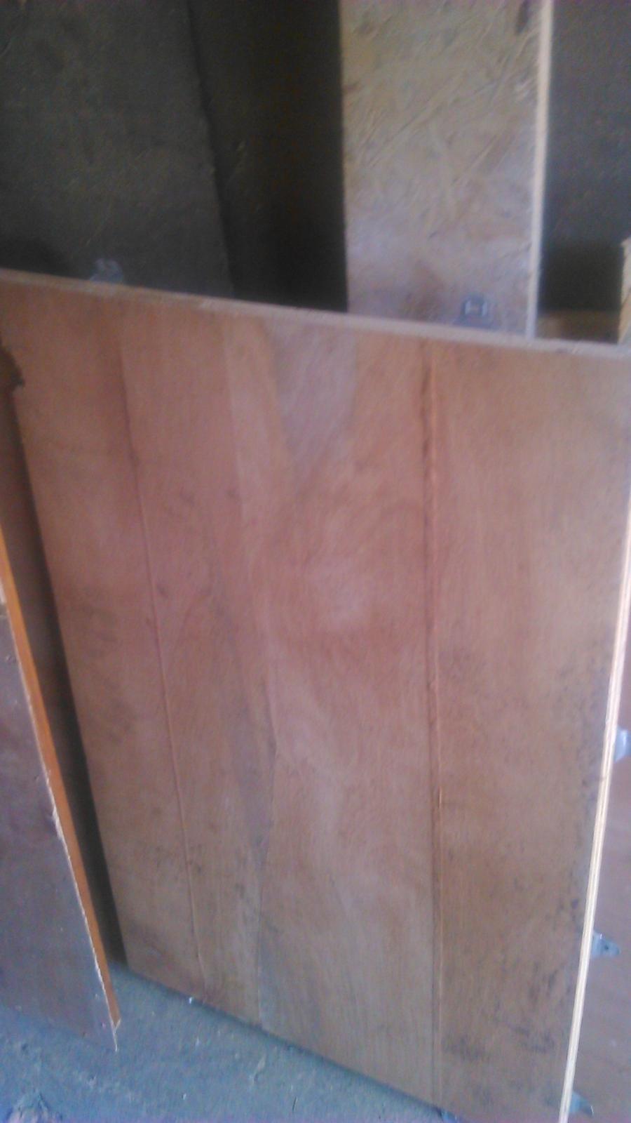 Ako sme vyrábali sedíliu po našom. Z materiálu....čo dom dal :-) - stará preglejka....z bední. Budúca výplň dvierok.
