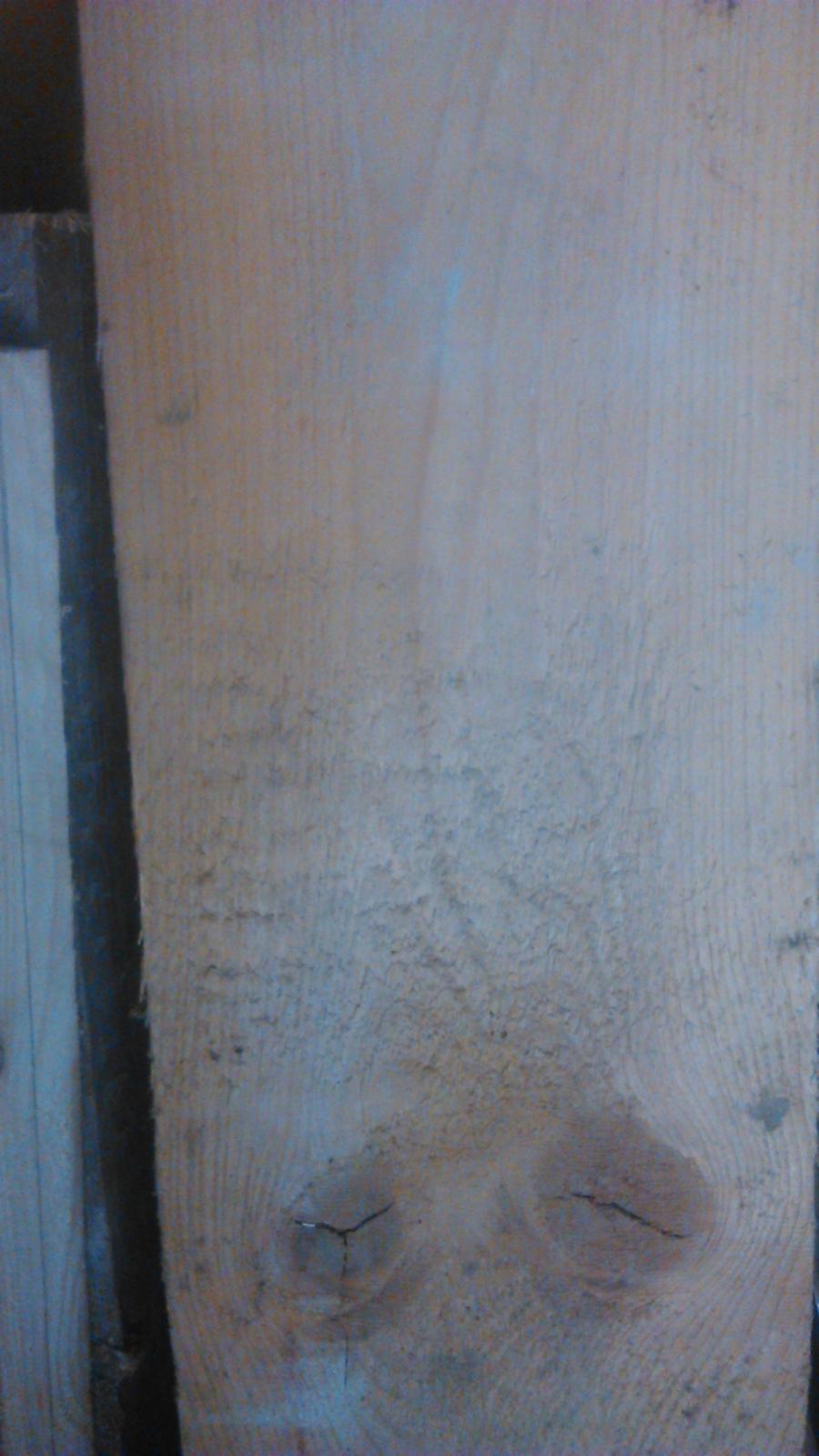 Ako sme vyrábali sedíliu po našom. Z materiálu....čo dom dal :-) - stará betónová foršňa na šalovanie slúžila....teraz z nej bude vrchná doska