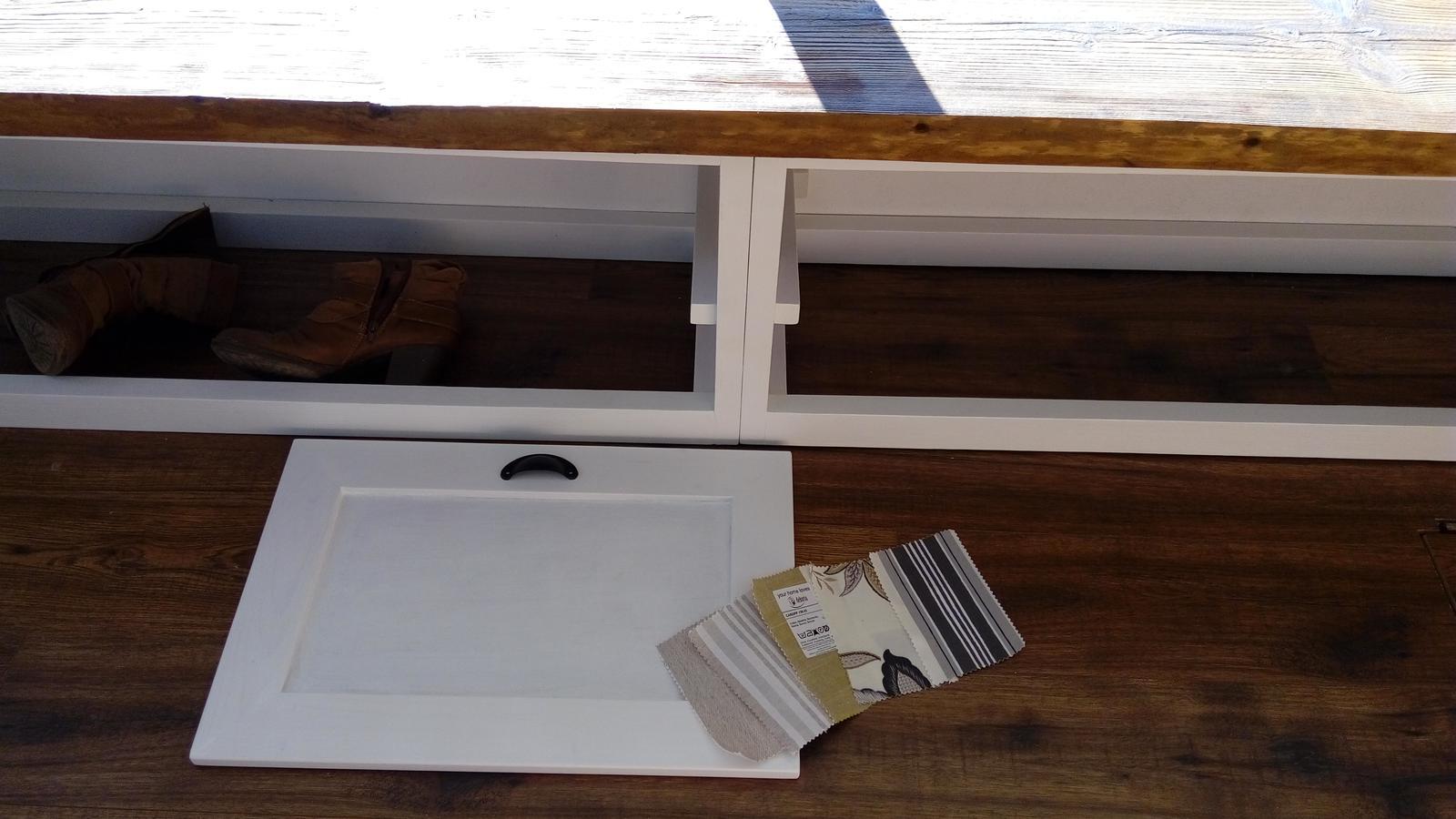 Ako sme vyrábali sedíliu po našom. Z materiálu....čo dom dal :-) - vyberám látky na vankúše....bude ich tam veeeeľa :-)