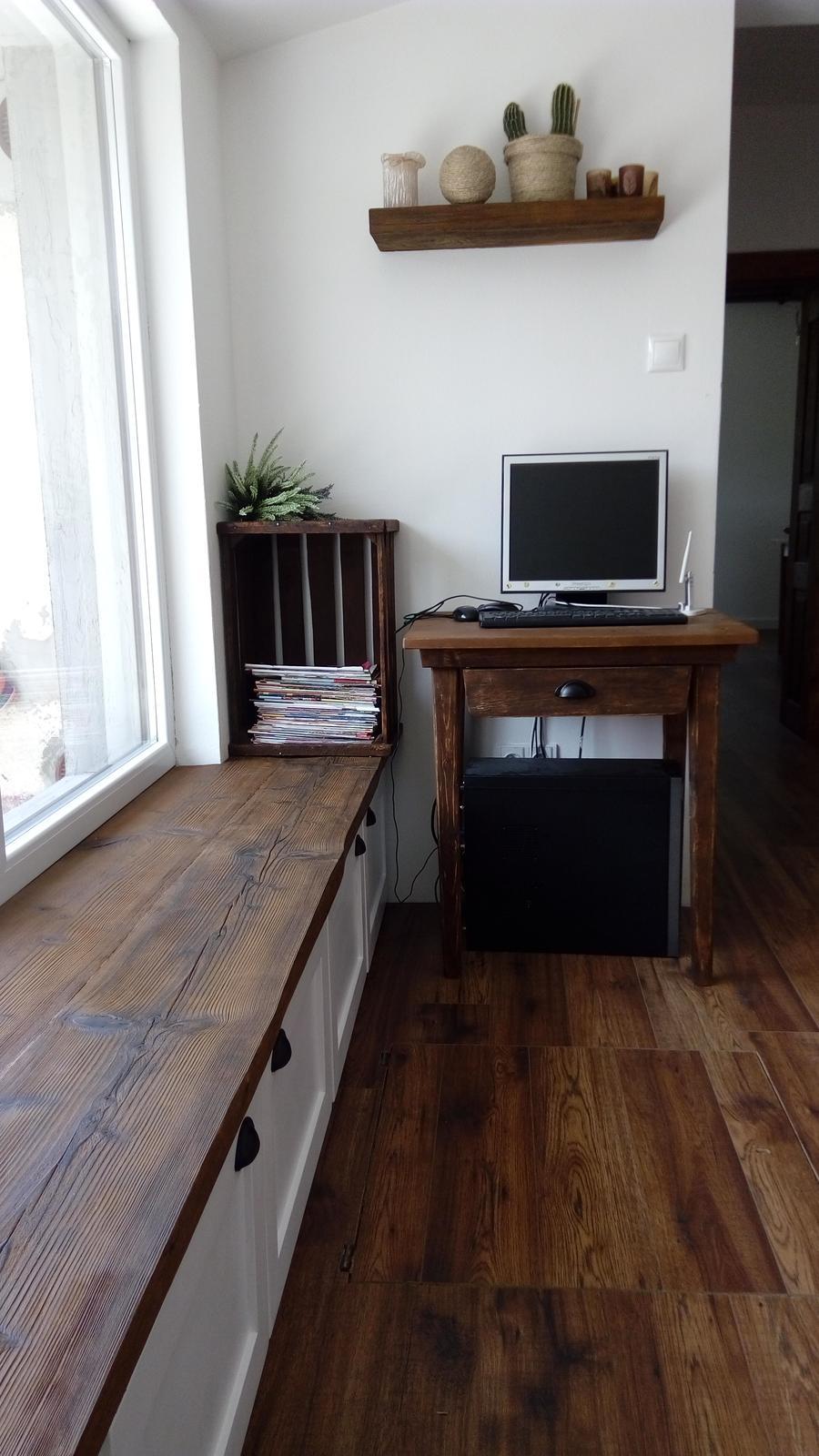Domov - ešte stoličku....hľadám po bazaroch...ale takú aká by sa mne páčila, ešte asi nevyrobili :-D