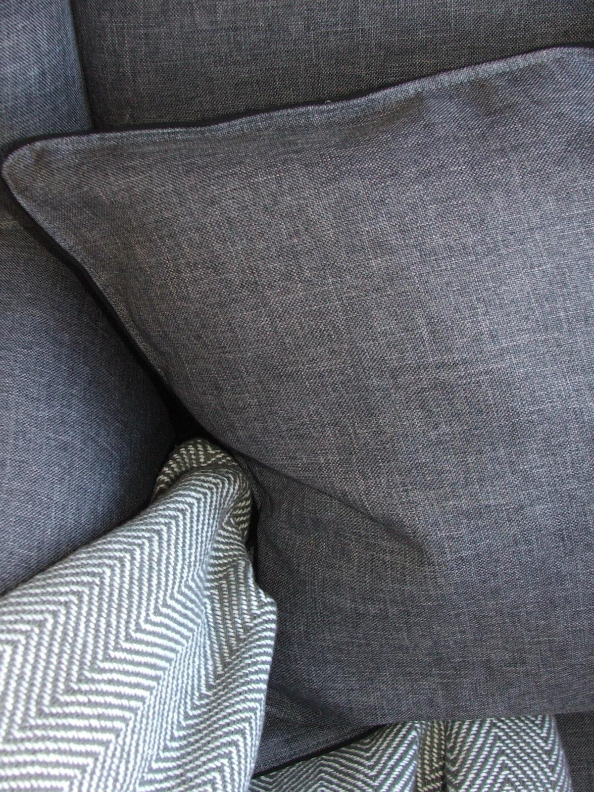 Domov - nový vankúš z látky čo zostala z tapacírovania lavice