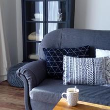 konečne kávička na dorobenom gauči, ďalšia vec zo zoznamu odškrtnutá...môžeme sa vrhnúť na schodisko za ním ;-)