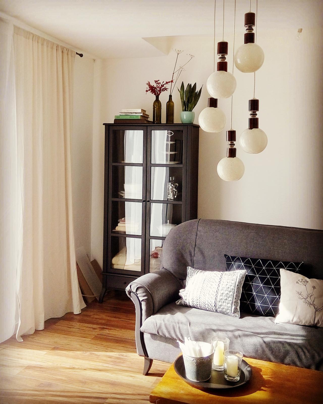 Domov - a nový luster v obyvke ;-)