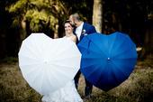 Deštníký bílý a modrý,