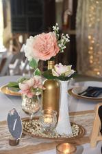 kytky a svíčky na stolech budou přibližně takto..