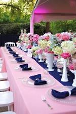 přibližně takhle budou stoly.. růžové ubrusy už máme