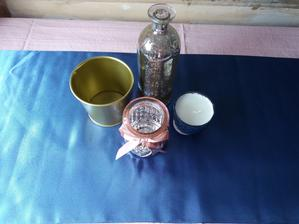 Modrý satén na stůl
