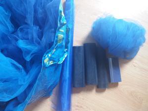 Plná taška modrého tylu a organzy