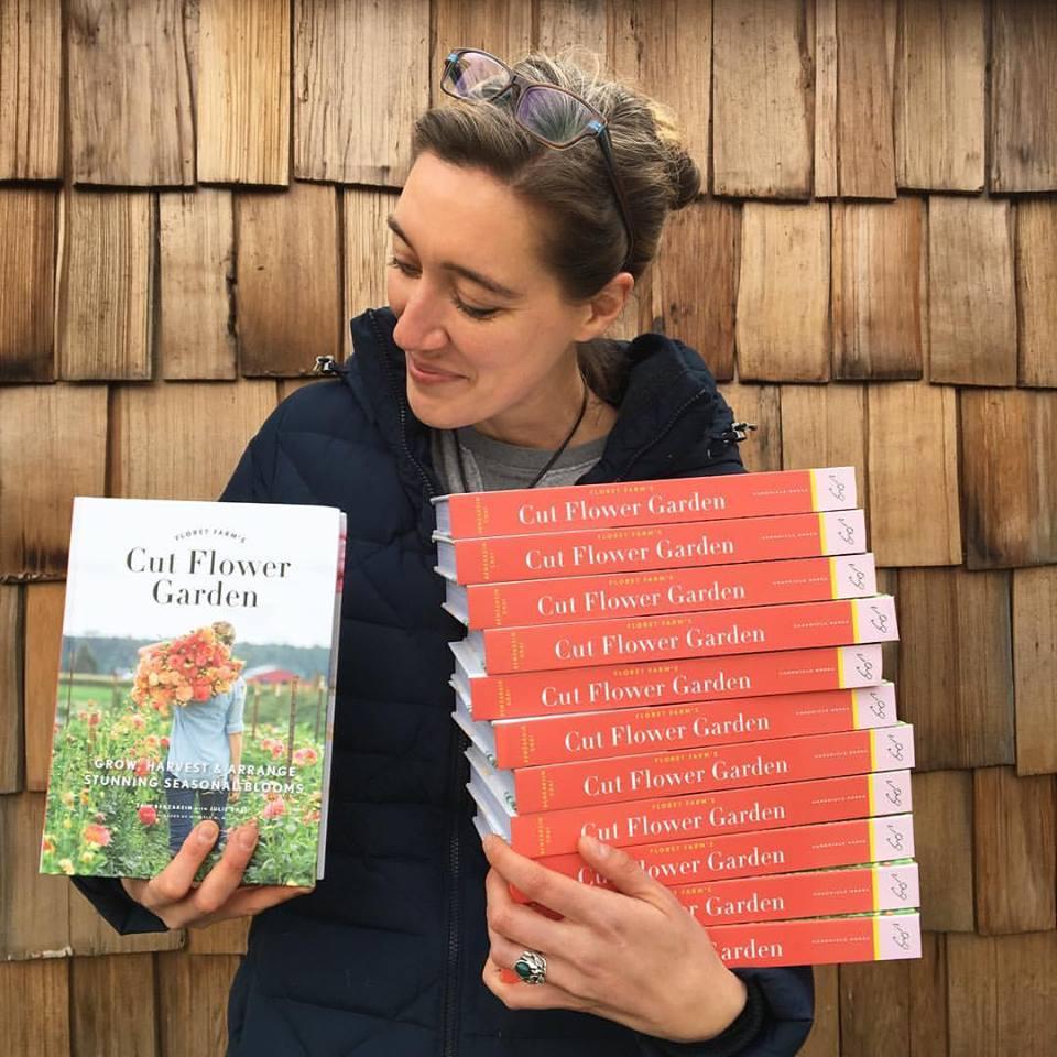 Vo víre kvetov... - Kniha od Erin Benzakein o pestovani rezanych kvetov predobjednana :) neviem sa dockat ked ju budem mat v rukach