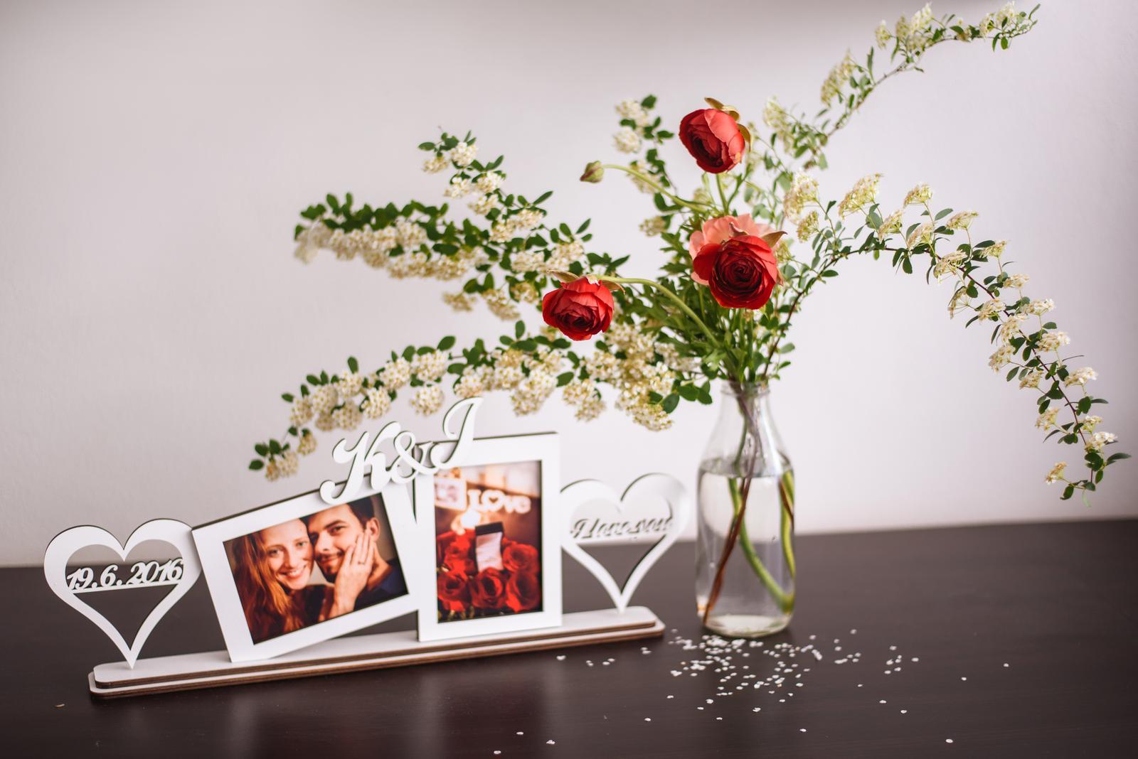 Vo víre kvetov... - Vytvorila som si nový fotoblog o aranžovaní mojich kvietkov :) Na tejto foto rámik k výročiu našich zásnub