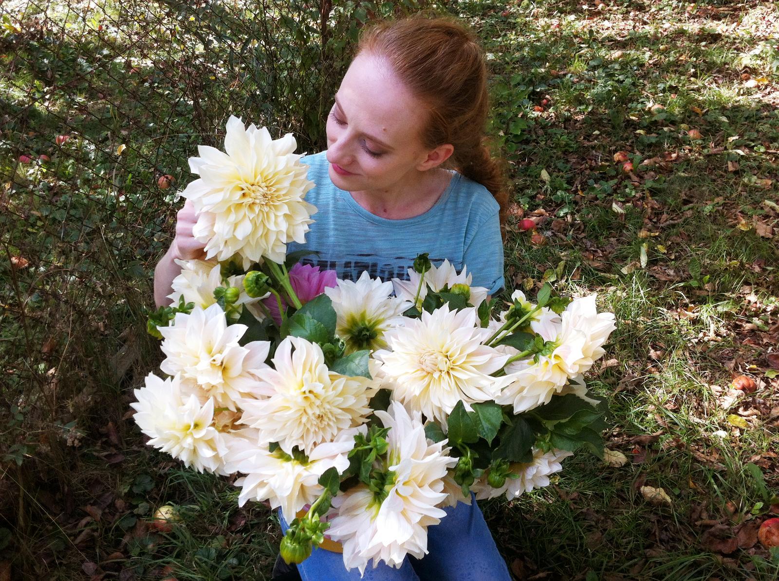 Mám po svadbe, ale pestovaniu kvetov sa chcem venovať aj naďalej. Nechcem však, aby mi to tu skĺzlo na mimosvadobný offtopic a preto som sa rozhodla, že oddnes nájdete moje milované kvietky aj na https://www.instagram.com/katarinakopal/ Na MS už budem o kvietkoch pridávať pomenej :-) Ďakujem všetkým, ktorí sledujete môj fotoblog. - Obrázok č. 1