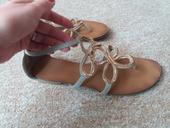 Zlaté sandále, 39