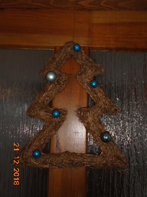 Troška adventního štěstí - letos budeme stromeček ladit nejspíš do modro-stříbrna...