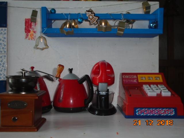 Troška adventního štěstí - ...dětská kuchyňka taky dostala trochu vánočních světýlek...