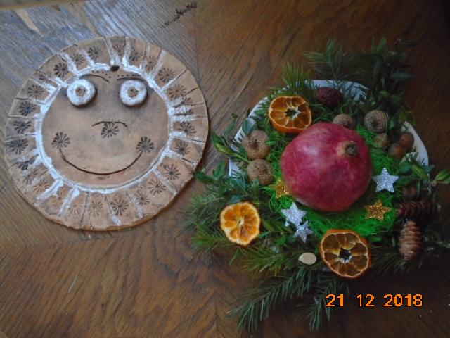 Troška adventního štěstí - ...synovo slunéčko a dcery adventní mistička ze společného tvoření se mnou ve školce (jednoduché, přitom krásné)