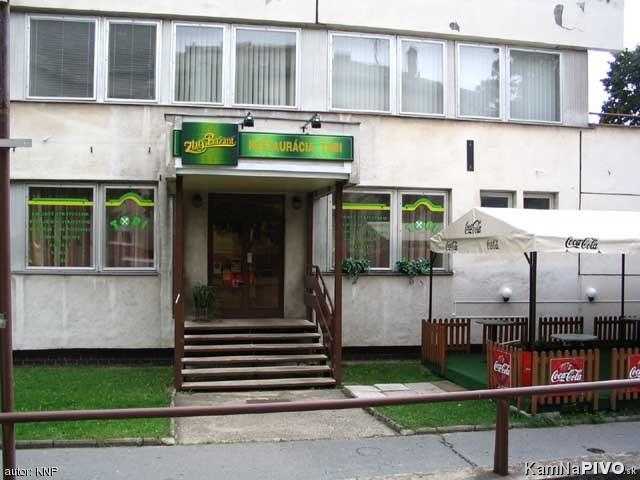 Lucka a Miško /29.8.2009/ - a tu sa potom bude oslavovať až do rana bieleho