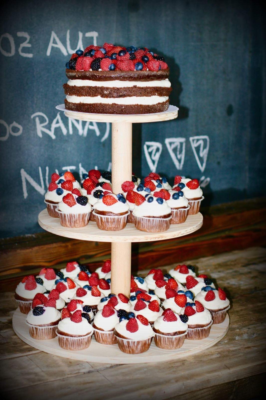 Dřevěný stojan na dort cupcakes.. Nový - Obrázek č. 1