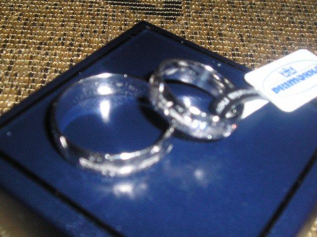 Zachvíľu to začne:) - tu sú obe:)) nádherné, už sa teším na moment kedy budú zdobiť naše prsty