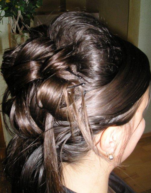 Zachvíľu to začne:) - tak nakoniec bude takýto, len umyť vlasy a natočiť a bude to na jednotku:))))