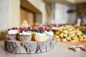 Dřevěná kola pod svatební dort a sladkosti,