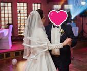 svatební závoj s širokým saténovým lemem,