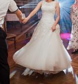 svatební šaty včetně kruhové spodničky 38, 38