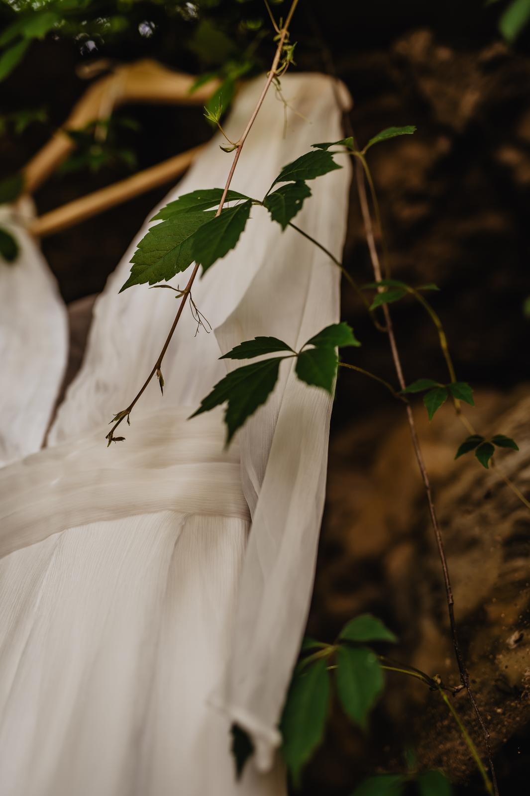 Svatební šaty z hedvábí - Obrázek č. 1