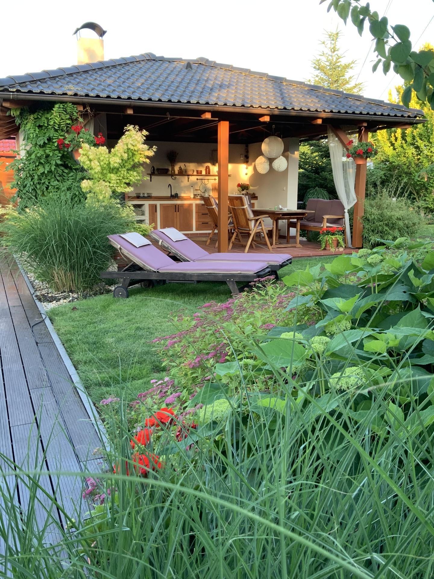 ...Naše zahrada... - ...Altán s letní kuchyní...