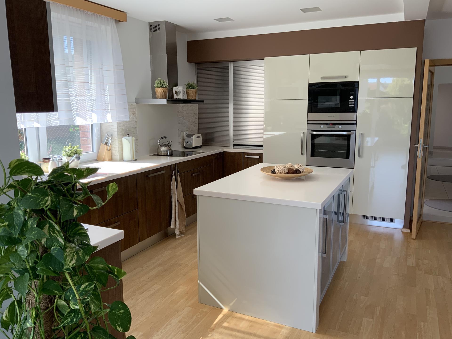 …Naše bydlení… - … Naše 15-ti léta kuchyňka …