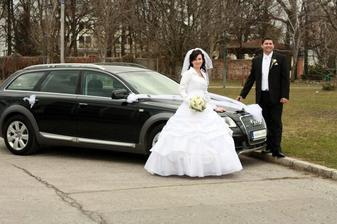 nablýskané svadobné auto
