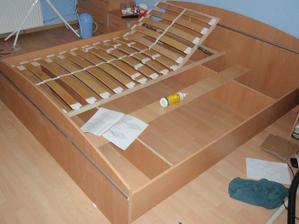 po pár letech konečně bude nová postel, která tři roky čekala na složení...