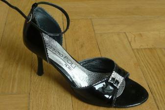 aj s topánkami