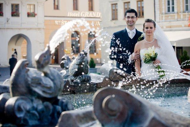 ..príbeh svadobnej rozprávky Andrejky{{_AND_}}Rastíka - Fotenie Mariánske námestie