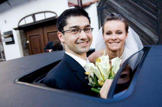 ..príbeh svadobnej rozprávky Andrejky{{_AND_}}Rastíka - Pred radnicou