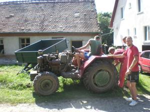 požičal som si traktorek a snažil som sa vytrhnúť stlpiky......nenormalne držali.