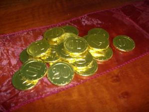čokoládové peniažky na ozdobu stolu, detičky budú mať snáď radosť