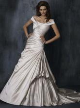 Na bílé šaty jsem bledá, ale tyhle.... hmmmm