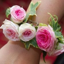 kytičkový náramek pro svědkyni, ještě sehnat s fialovými květy :-)
