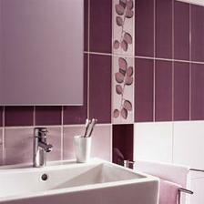 fialová koupelna